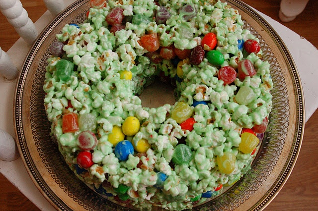 I love these Popcorn Cakes.  They look like wreaths and they are so yummy!