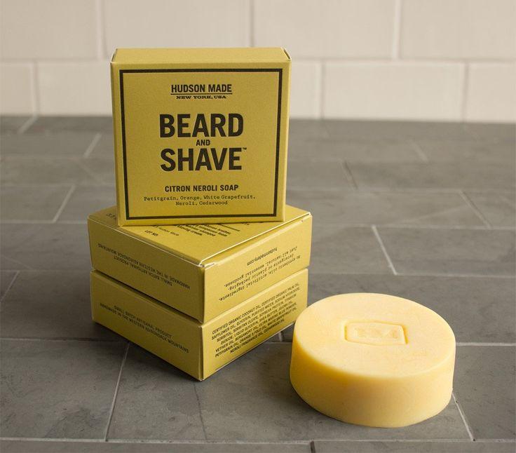 Aussi bon pour les barbus que ceux qui préfèrent se raser de près, ce savon génère une mousse parfaite pour le nettoyage en profondeur de la barbe ou l'appli...