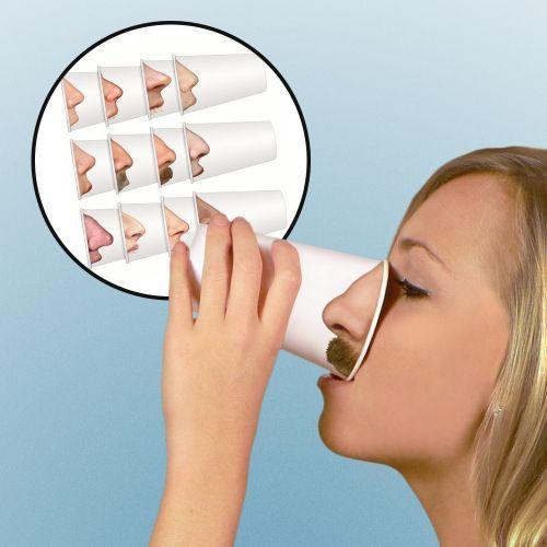 Jeder kann sich seine Nase aussuchen! Wie??? Ja, genau! Mit diesen Bechern  trinkt jeder abgefahren lustig sein Getränk - das Hammer-Gadget für Deine  Party...