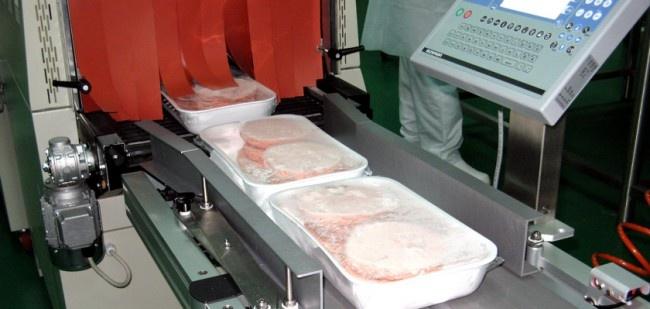 Il cortissimo elenco delle materie prime di produzione esclusivamente italiana si completa con il formaggio stagionato 18/24 mesi, sale marino, pane fresco e tostato, uova pastorizzate e latte UHT;