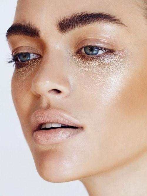 dewy skin, hish light and bronze, natural eye and lip, metallic under eye