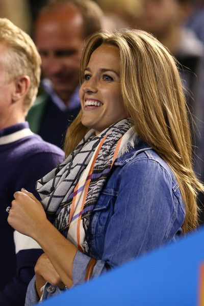 Kim Sears Murray has a lot of great looks. Love this scarf - Court