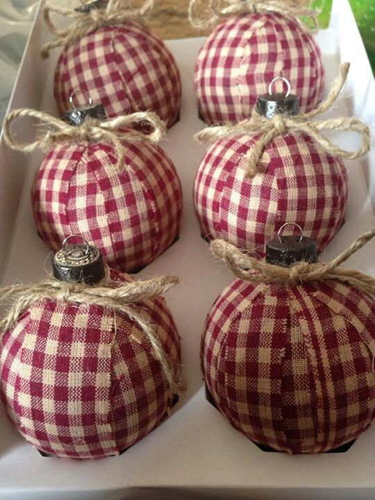 DIY: Christmas tree ornaments: Country-style Christmas ornaments with gingham check fabric and twine: