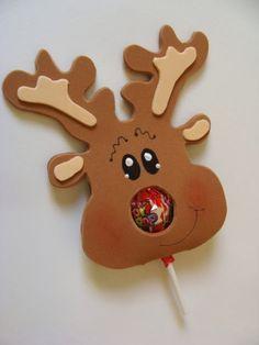 La Navidad es la época del año que encanta a los niños! Quieres ver una enorme sonrisa en sus caras? Aquí una idea fácil de hacer y que será el gran éxito en la víspera de Navidad.Es un hermoso recuerdo en forma de reno y una paleta en el centro. Materiales Fomi (goma eva) color …