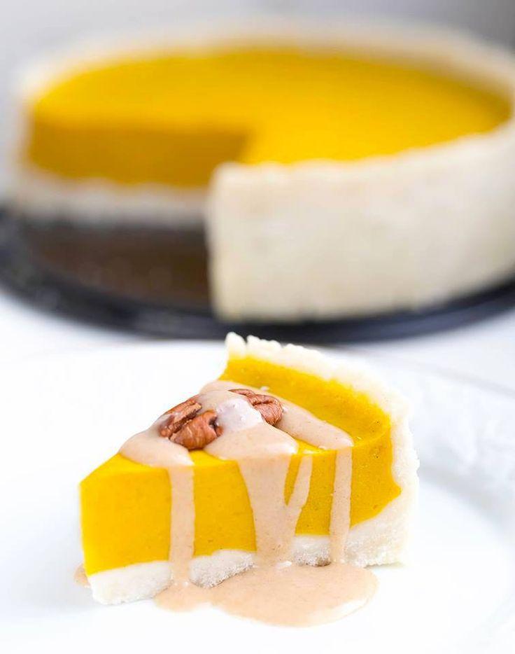 Mmh! Dieser glutenfreier Kürbis Kuchen ist herrlich aromatisch, frei von ungesunden Zutaten und sehr lecker. Ein veganer Kuchen, nicht nur für den Herbst!