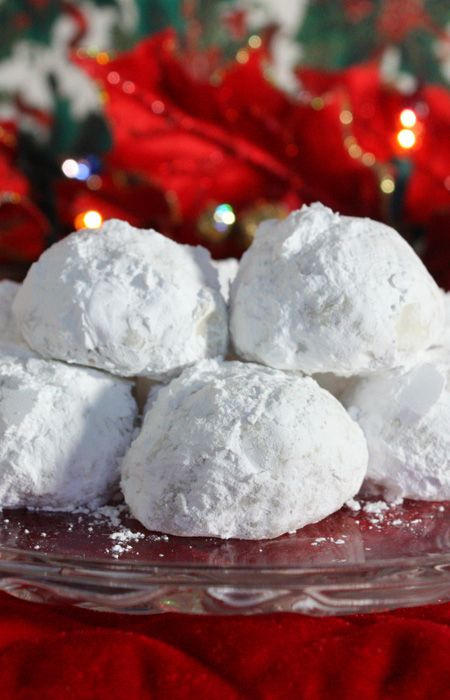 Christmas Pecan Balls!! So Fancy and They Taste Like Heaven!! Be Prepared, Everyone Will Ask For the Recipe!!