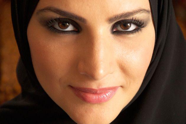 На протяжении многих лет женщины востока признаны обладательницами самой загадочнойиманящей внешности. Для восточных красавиц глаза- это зеркало души, именно с помощью них они поражают сердце мужчин с первого взгляда. Чтобы прибавить глазам магии и выразительности,арабские девушки училисьрисовать стрелки.На первый взгляд, стрелки на глазах кажутся просты в исполнении, нонебольшое отклонение в форме или наклоне могут значительно …