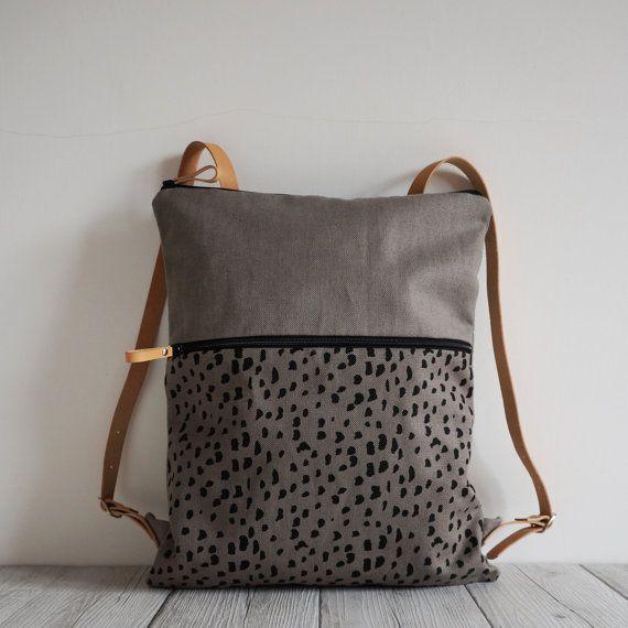 Zaino in tessuto stampato a mano con disegno sassolini, colore grigio