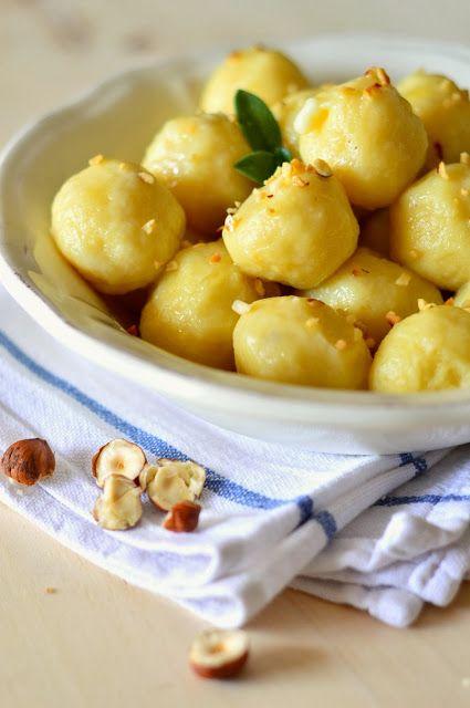 la pancia del lupo: gnocchi ripieni al formaggio conditi con burro e granella di nocciole
