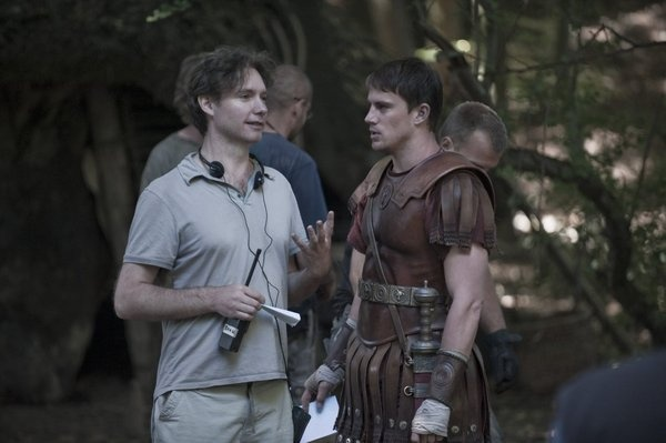 Director Kevin McDonald and Channing Tatum on the set of The Eagle