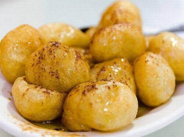 Τραγανοί και ζεστοί λουκουμάδες με μέλι - Γεύση | Ladylike.gr