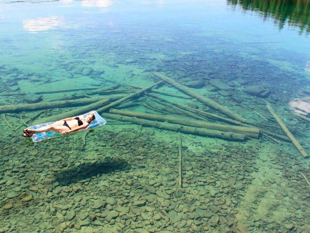 Lago Flathead. Tiene una profundidad media de 25 m y la máxima es de 113 m.