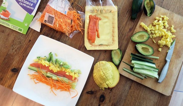 Fresh springrolls met zalm, mango, wortel, komkommer en avocado