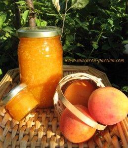 Confiture d'abricot et noix de coco |