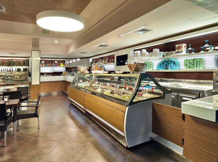 Arredamento su misura bar pasticceria gelateria le for Isa arredamenti