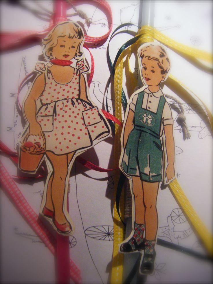 χαρτονένιες φιγούρες αγόρι - κορίτσι σε ύφος βίνταζ τοποθετημένες σε λεπτό κερί