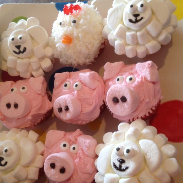 The farm animal cupcakes I did for Noah's 1st birthday...the pigs were definitely the easiest and the cutest!