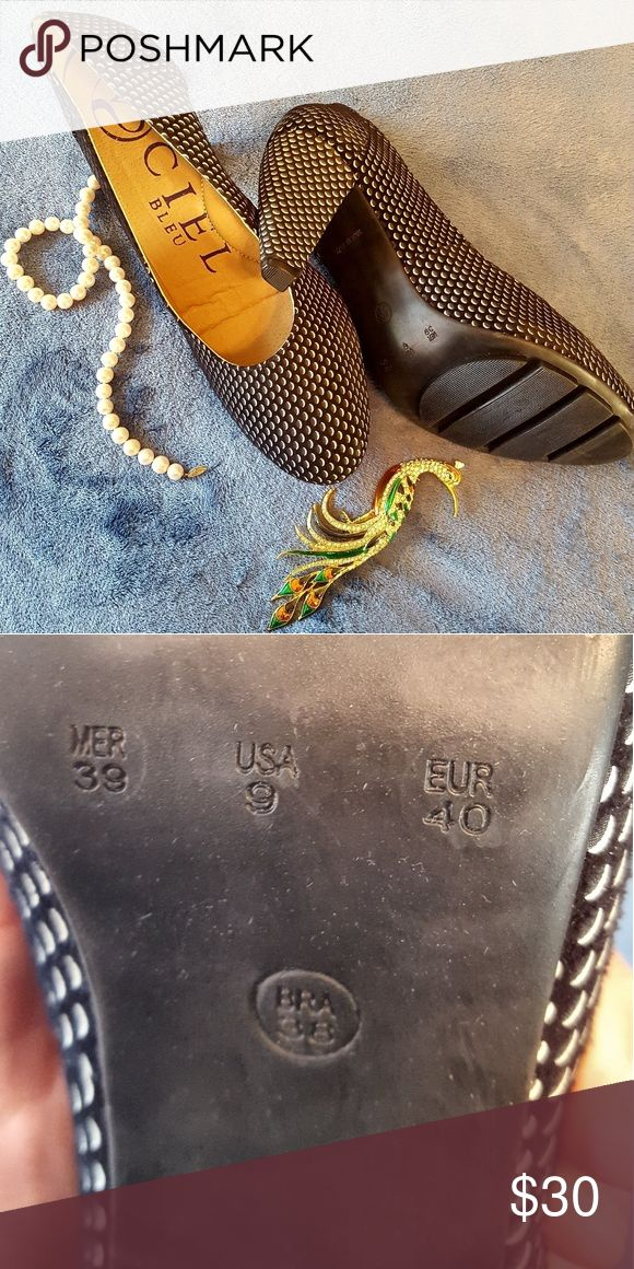 Ciel Bleu Patterned Pumps Beautiful textured woman's pump. Brand new. Not in orig box. Never been worn. Well made, and classic! Ciel Bleu Shoes Heels