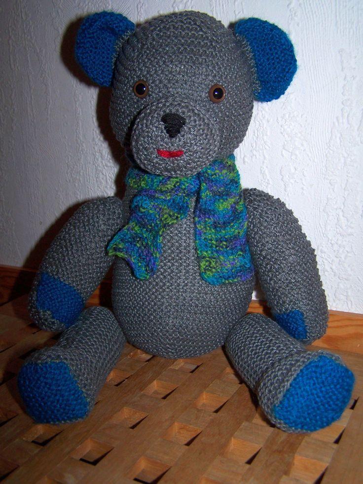 Julius Graubär, gestrickt aus Baumwollresten