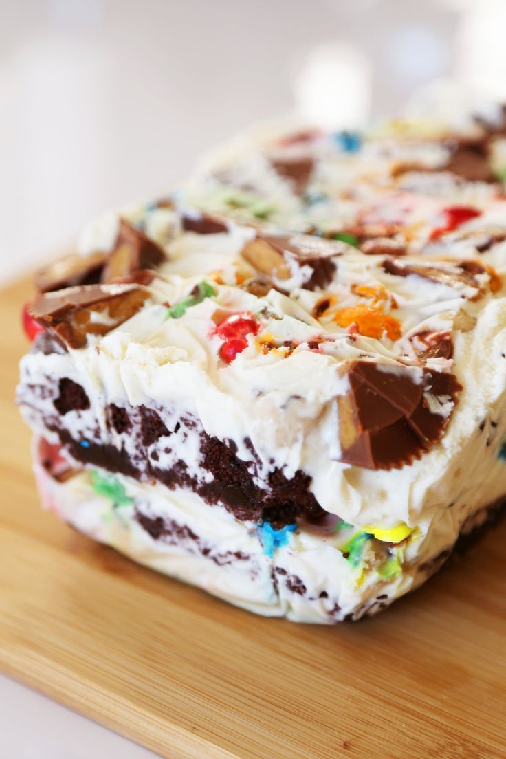 The Pioneer Woman Layers All Your Favorite Things Into 1 Ice Cream Cake