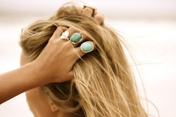 love wearing tons of big rings together: Beaches Hair, Statement Rings, Cocktails Rings, Hair Colors, Style, Blondes, Turquoi Jewelry, Turquoi Rings, Accessories