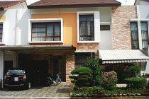 Dijual rumah besar sudah di renovasi di Jakarta Garden City cluster Lantana dengan ukuran lebar 12 x 16.5 m2 .   Terdiri dari 4 kamar tidur dan 3 kamar mandi. 1 Kamar Pembantu dan 1 Kamar Mandi Pembantu.   Carport 2 mobil ; Jalan lebar 2 mobil.   Harga yang ditawarkan 3,4M Nego   Perumahan Jakarta Garden City merupakan satu-satunya perumahan di Jakarta dengan harga tanah yang masih sangat murah dengan fasilitas keamanan dan sistem cluster yang modern bertaraf Internasional.   Silahkan…
