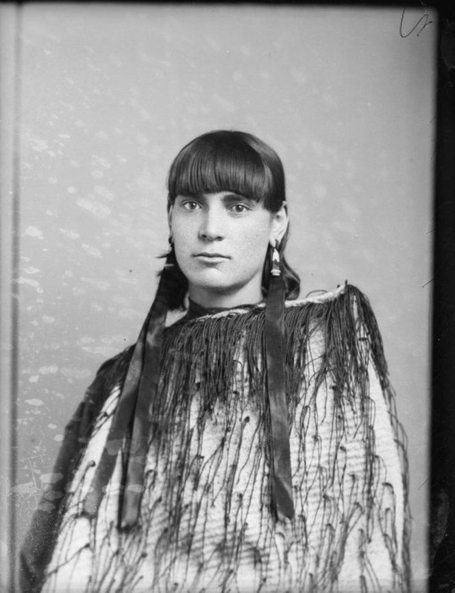 Maori woman from Hawkes Bay district, photo by Samuel Carnell of Napier, 1893