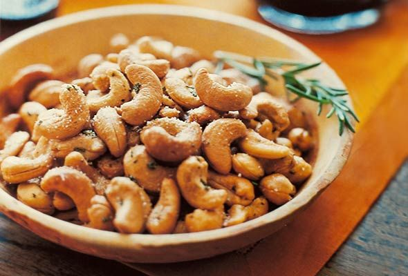 Barefoot Contessa Rosemary Cashews . . . so yummy . . . next year's neighbor gifts . . . packaged in mason jars