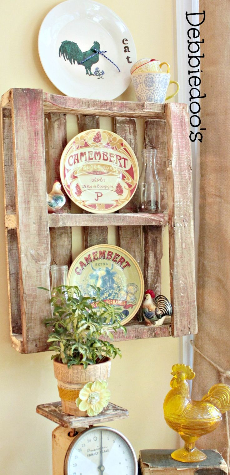 Upcycle pallet as a wall display ~  {dishes, Dollar tree plate with rooster drawn w/sharpie} diy craft tutorial