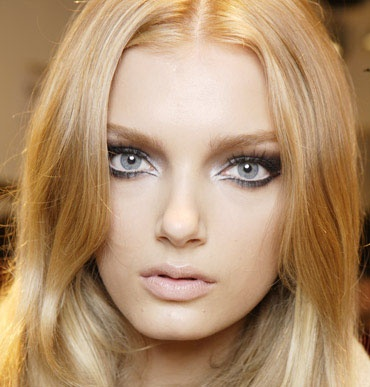 Adore this look! Smoked out pewter blended with ice-white looks stunning on blue eyes!