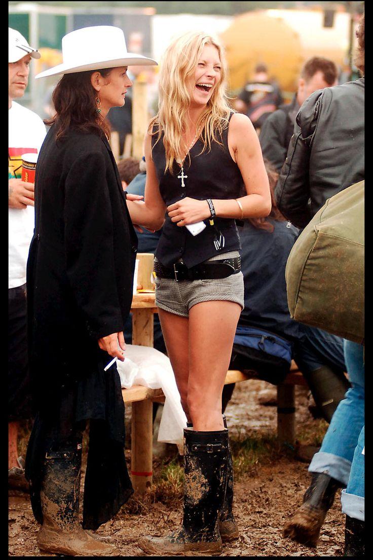 shopping e imagenes de celebritiescon botas de agua: Kate Moss en Glastonbury | Galería de fotos 1 de 30 | Vogue