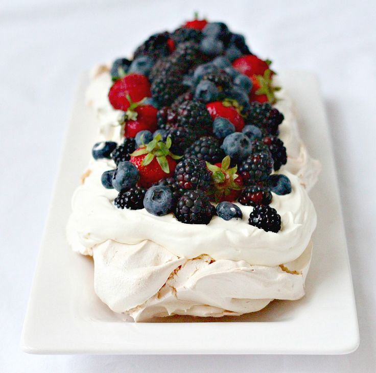 Berry Meringue with Vanilla Cream