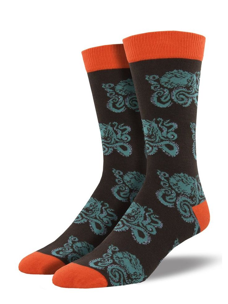 Don't be scared! Face your fears in our men's kraken socks featuring the famous mythological creature. Our bamboo socks pair well with your favorite shoes.