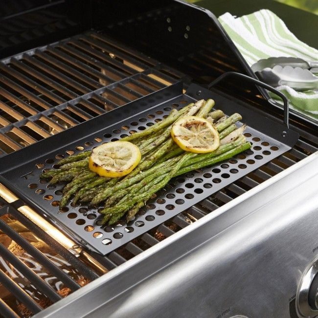 The Outset BBQ Non-stick Grill Grid Topper is made to withstand high temperatures and features a superior non-stick finish.