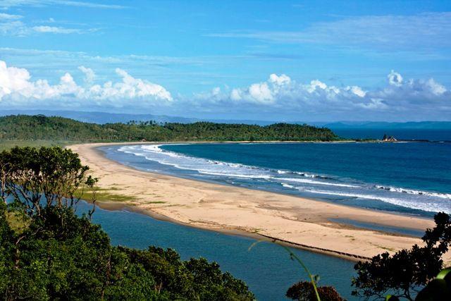 Pantai sawarna - panta terpanjang yang memiliki gari pantai 64 km - desa sawarna, bayah