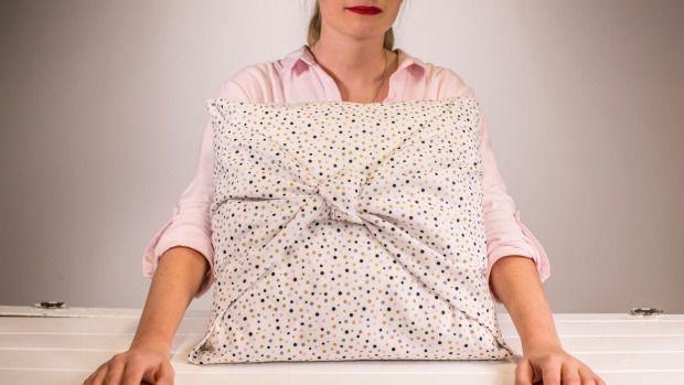 DIY: Create a no-sew cushion cover in minutes  #DIY #DIYhome #DIYcrafts #cushion