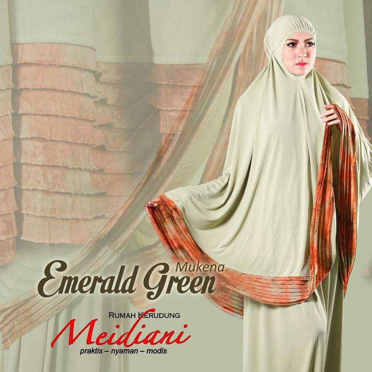Mukena Emerald Green dengan bahan hi twist dengan kombinasi ruffles yang cantik. Mukena cantik da elegan yang wajib dikoleksi.  Harga: 400.000