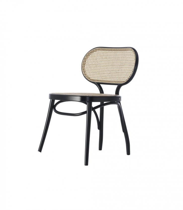 Dank der Virtuosität des dampfgebogenen Buchenholzes verfügt der von Nigel Coates entworfene Bodystuhl über geschwungene Linien, die durch eine Struktur mit variablem Querschnitt gekennzeichnet sind. Die große Sitzfläche und die ergonomische Rückenlehne aus Wiener Geflecht greifen auf Formen und Materialien von Lehnstuhl zurück, der von dem englischen Designer bereits für Wiener GTV Design entworfen wurde.…