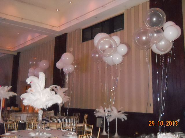 A #lavish evening of #feathers and fun. #centerpiece #balloons #corporateevents #companyparty #eventstoronto #ballooncorporateevents #summerparty #holidayparty #eras #decades #themedevents