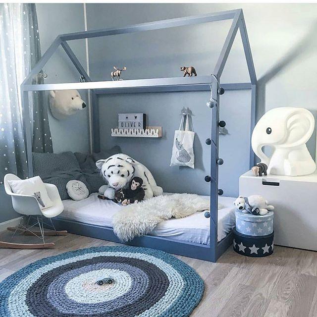 Har dere sett det fine rommet hos @madelen88? Umulig å ikke like det! Gulvteppe og dyrehode finner du forresten hos oss  #miniverden #sebra #brigbys #barnerom #barneinteriør #barnrum #børneværelse #interiør #barsel #gutterom #jenterom #gravid