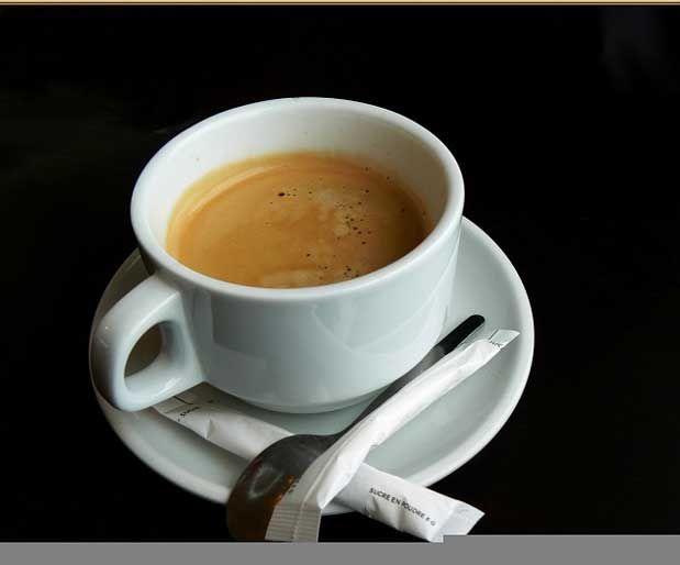 Kahve: Hem Dahili Hem Harici FaydalarıDahili faydaları: Kahve, yeşil çay ve siyah çay gibi antioksidan kaynağı olduğu artık biliniyor. Fiziksel egzersizle birlikte ölçülü kahve tüketimi, güneş ışınlarının kanserojen etkilerinden de koruyor. İçerdiği kafeol ve kafestol maddeleri kilo vermede de etkili oluyor.    Yazının Devamı: Kahve: Hem Dahili Hem Harici Faydaları | Bitkiblog.com  Follow us: @bitkiblog on Twitter | Bitkiblog on Facebook