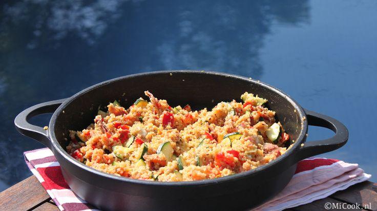 Quinoa mediterrane stijl (ingrediënten: quinoa, courgette, paprika, tomaat, serrano ham of andere Spaanse ham, feta, olijfolie, oregano en peper/zout) (@ MiCook)