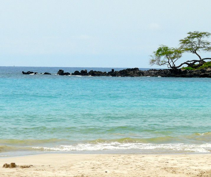 The beautiful Mauna Kea Beach on the Big Island. Discover more things to do in our tips for planning a trip to Hawaii.