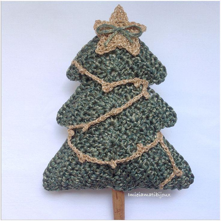 http://www.misshobby.com/it/oggetti/alberello-di-natale-magico-e-luminoso #alberellonatale #crochet #cannella