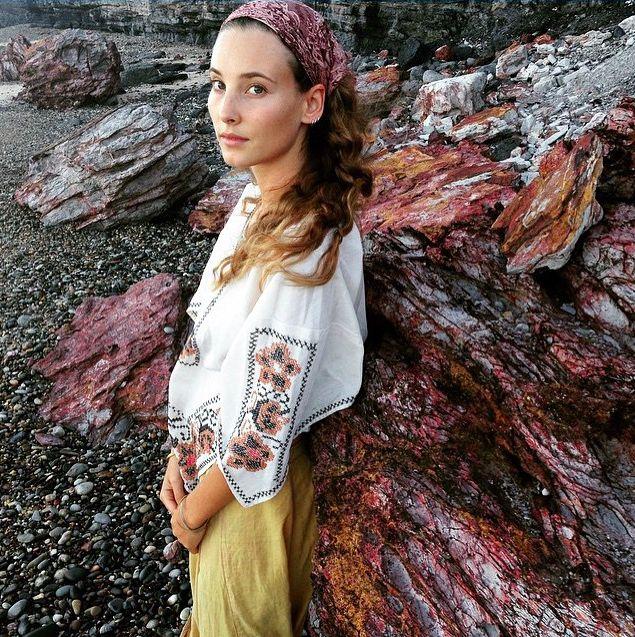 Kelsey Martinovich in our Vintage Peasant Blouse www.brahminyexchange.com | brahminytribe | bohemian | 70s | 1970s | hippy | free spirit