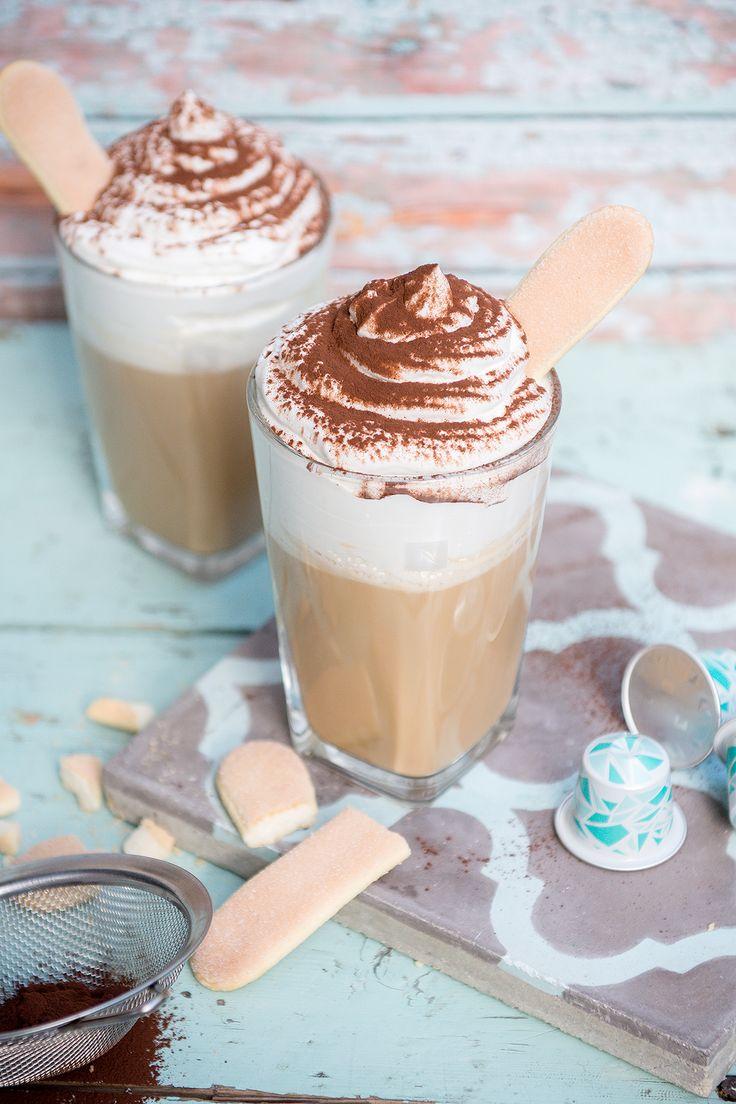 Próbáltad már a tiramisut jeges kávé formájában? Ha a válaszod nem, akkor elég nagy kár, mert nem tudod, mit hagysz ki. Semmi pánik, mutatjuk, hogy dobd össze otthon! (x)