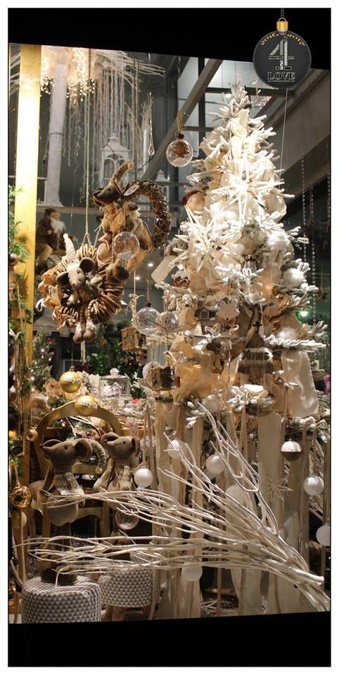 Χριστούγεννα 2016-2017 - #Χριστουγεννιάτικη #διακόσμηση #βιτρίνας με λευκό χριστουγεννιάτικο #δέντρο, #λούτρινα και #ξύλινα #στολίδια κ.α. - #4LOVEgr - Concept Stylist Μάνθα Μάντζιου