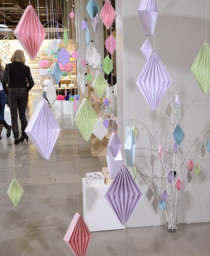 KreaVilla: Designtrade #2 - Papirkunst Our new spring origami paper ornaments in pastel colors- Harlequin Dices folded in paper. Stjernestunder.dk