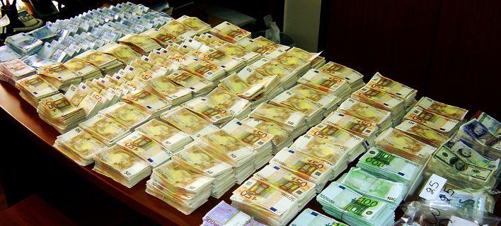 """Υπό τον τίτλο «Η Ελλάδα δεν φαίνεται να """"εποφθαλμιά"""" τα εκατομμύρια της φοροδιαφυγής, τα κατατεθειμένα στην Ελβετία», πρωινή εκπομπή της ελβετικής ραδιοτηλεόρασης «RTS Info» συμπέρανε ότι «παρά τις επείγουσες χρηματικές ανάγκες, η Αθήνα αδρανεί»."""