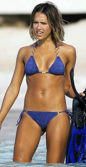 Joanna hernandez cocktails in bikini